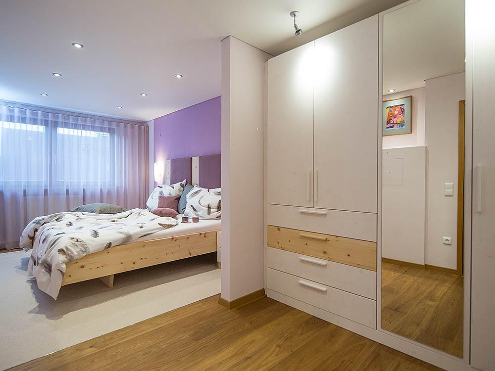 Gestaltung Eines Privaten Schlafzimmers In Augsburg. Raumplanung, Parkett,  Teppich, Wand  U0026 Deckengestaltung, Gardinen, ...